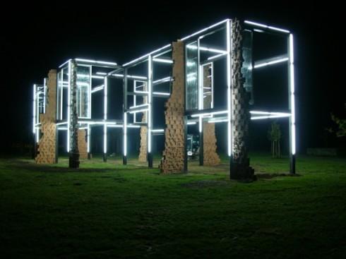 Pedro-Cabrita-Reis-lighting-sculpture-600x450